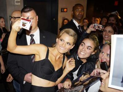 Stana rocks with her fans...