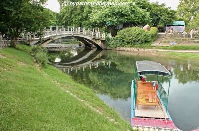 Rafting along Li River